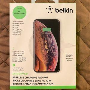 White Belkin 10w charging pad